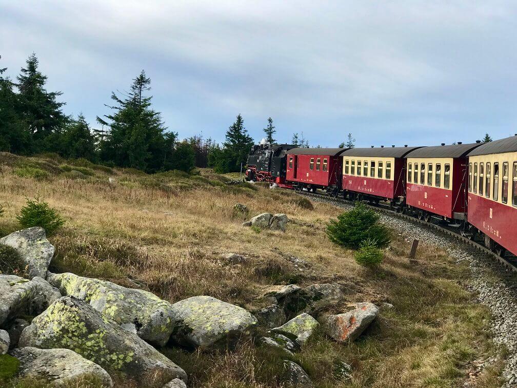De oude trein op weg naar de top van de Brocken