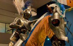 Een ridder in het steekspel centraal in de tentoonstelling
