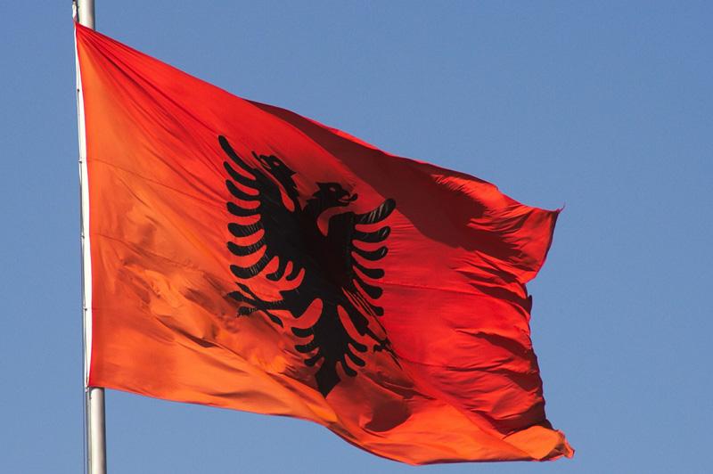lingua albanese, bandiera albanese