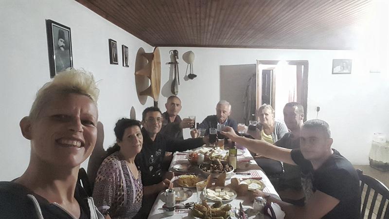 Vacanze in Albania, cucina albanese pranzo di famiglia a Theth