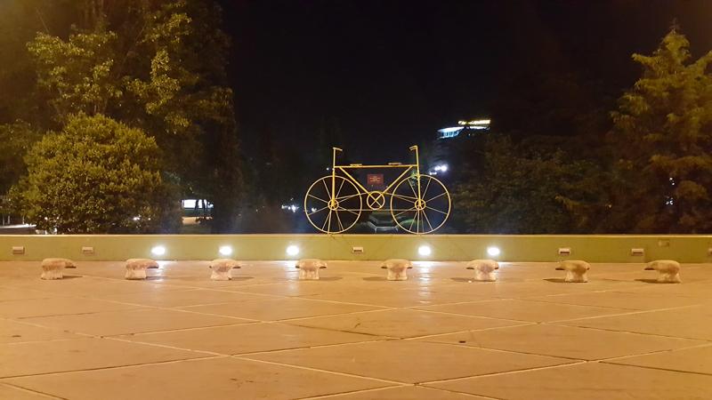 Visitare Tirana, bicicletta su fiume Lana