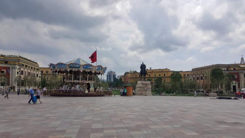 week end in Albania, piazza Skanderbeg