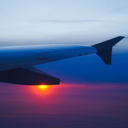 Auringonlasku lentokoneesta