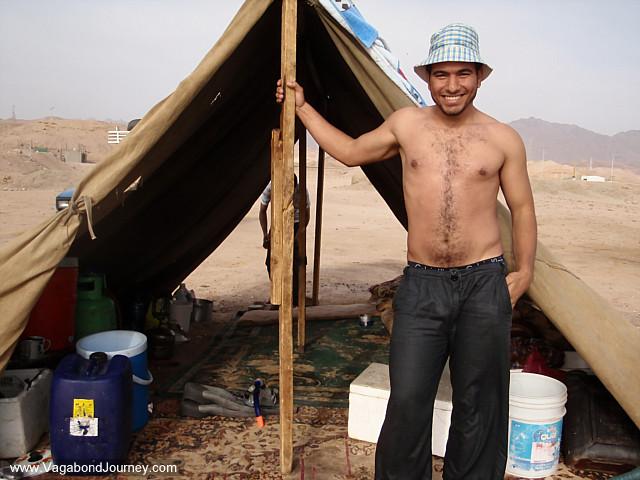 https://i2.wp.com/www.vagabondjourney.com/2009-1/09-3584-jordan-man-tent-beach-aqaba.JPG