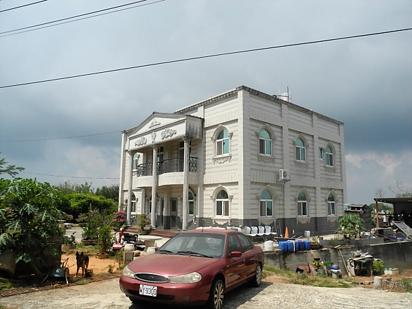 Modern house on Kinmen with Western architectural elements.