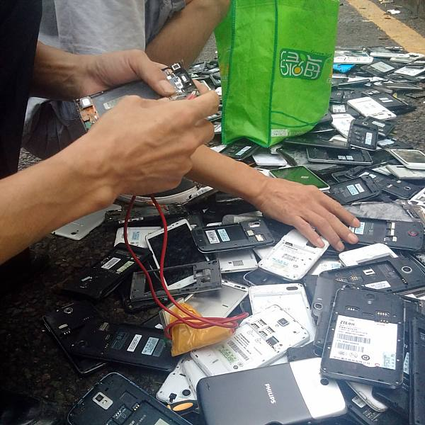 Shenzhen cellphone parts street market