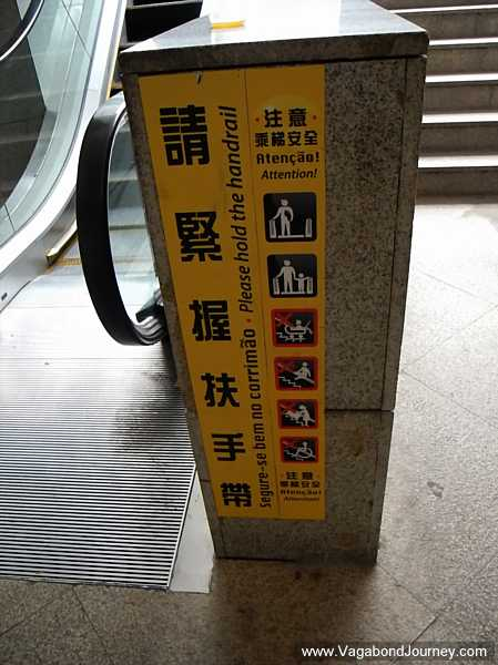 Macau signs in four languages