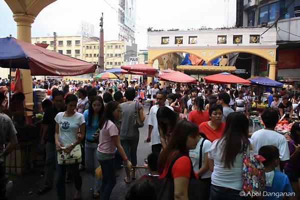 market-crowd-philippines