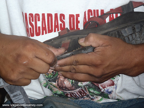 mexican-cobbler-repairing-shoe