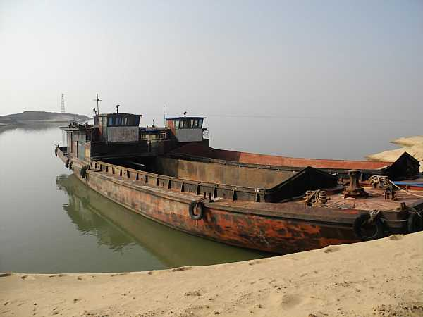 Ship anchored at Laoye Temple.