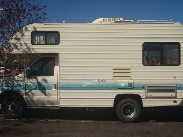 A small RV to travel the USA