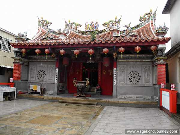 swallow-tail-roof-taoist-temple