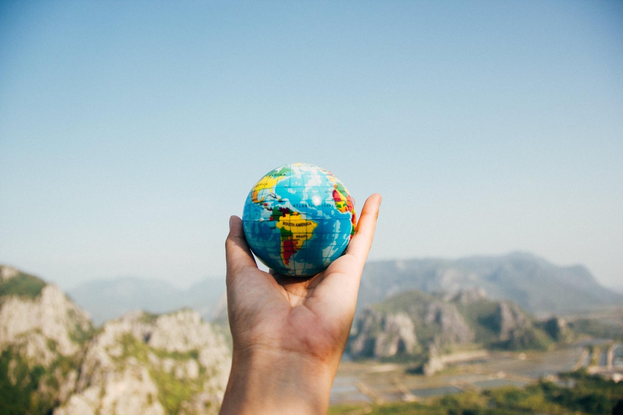 tourist globe
