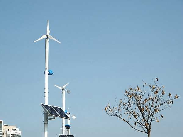 wind-solar-power-street-lights