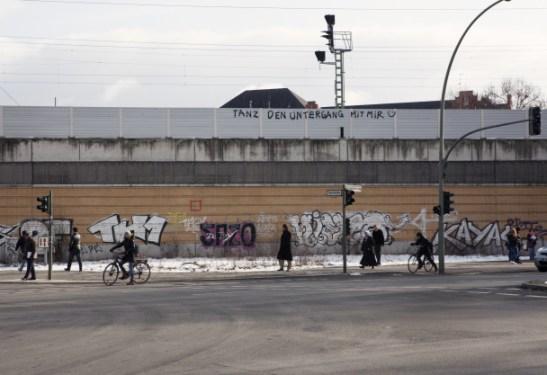 WEDDING LIGGER I VEST. Forbi kontoret passerer Berlins «Ring-Bahn», den mest effektive måten å komme seg fra den ene ytterkanten av byen til den andre på.