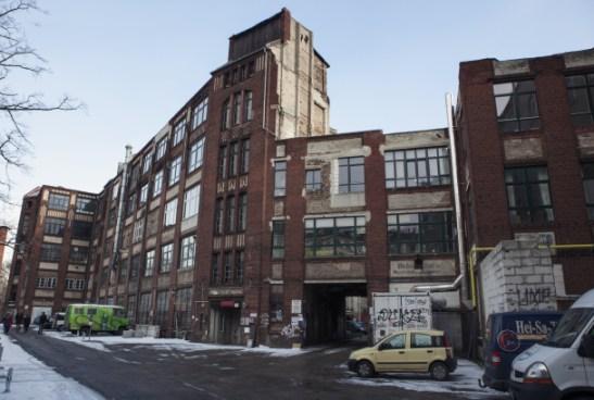 INNE I GÅRDSKOMPLEKSET. Gård tre, der Vagants nye hovedkvarter befinner seg. Taket til den laveste delen av bygningen tjener som kontorterrasse.