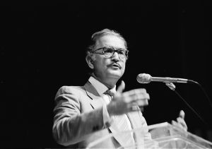 Carlos Fuentes, 1987. Kilde: Wiki Commons.