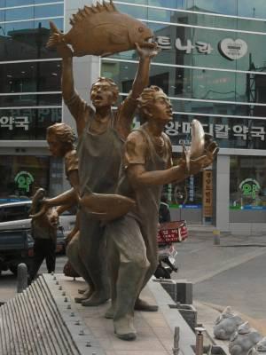fish statues in Sokcho