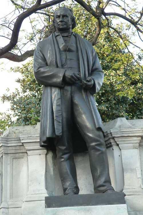 Isambard_Kingdom_Brunel_-_Bronze_-_Temple_-_London
