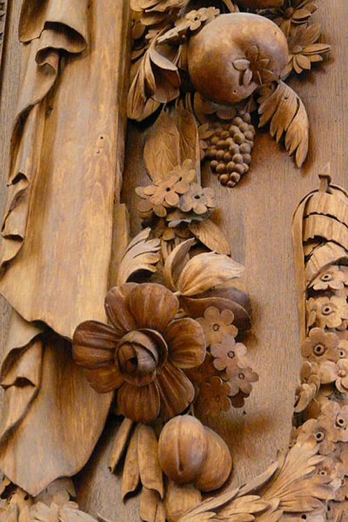 Grinling Gibbons's work at Hampton Court Palace By Camster2 (Own work) [GFDL (http://www.gnu.org/copyleft/fdl.html) or CC-BY-SA-3.0-2.5-2.0-1.0 (http://creativecommons.org/licenses/by-sa/3.0)], via Wikimedia Commons