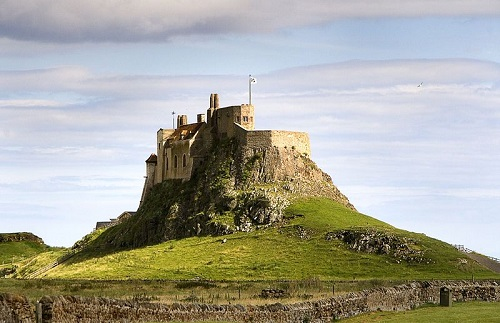 Lindisfarne Castle on Holy island By matthew Hunt (originally posted to Flickr as Holly Island 11) [CC-BY-2.0 (http://creativecommons.org/licenses/by/2.0)], via Wikimedia Commons