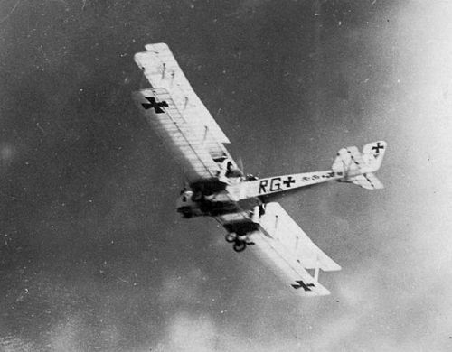 Gotha RG bomber in flight See page for author [Public domain], via Wikimedia Commons
