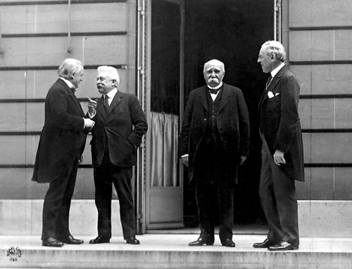 Council of Four at the WWI Paris peace conference, May 27, 1919 (candid photo) (L - R) Prime Minister David Lloyd George (Great Britian) Premier Vittorio Orlando, Italy, French Premier Georges Clemenceau, President Woodrow Wilson By Edward N. Jackson (US Army Signal Corps) (U.S. Signal Corps photo) [Public domain], via Wikimedia Commons