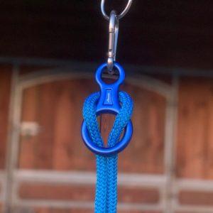 Mousqueton de sécurité Atamē de couleur bleue