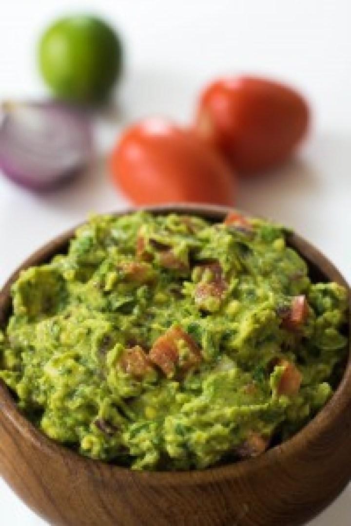 guacamole, saudavel e muito fácil de fazer, fica pronto em minutos e é ótimo pra uma noite mexicana