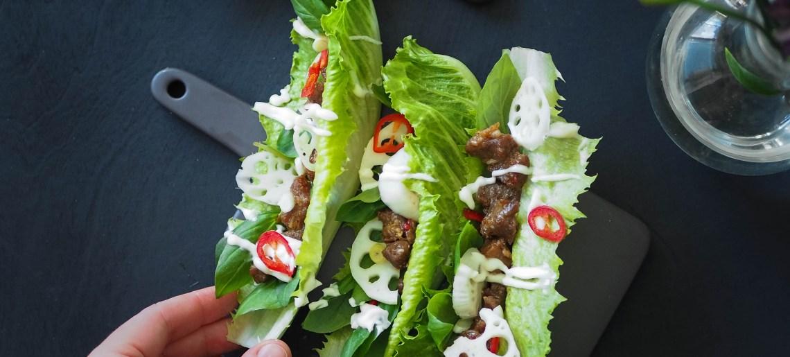 Laiskan kokin karkkipossu salaattiveneessä