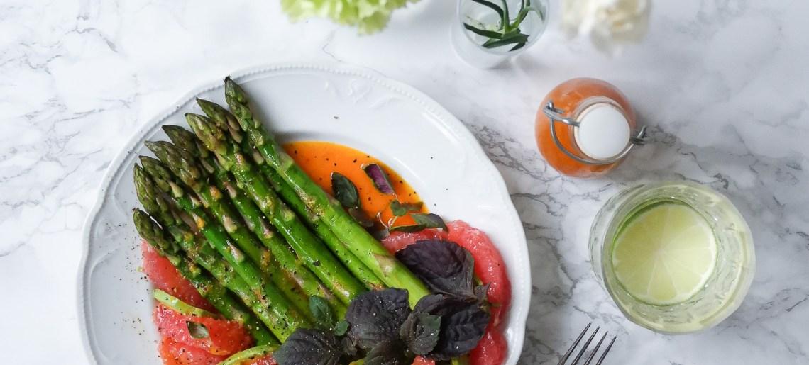Kimchivinegretti, vihreää parsaa & veriappelsiinia