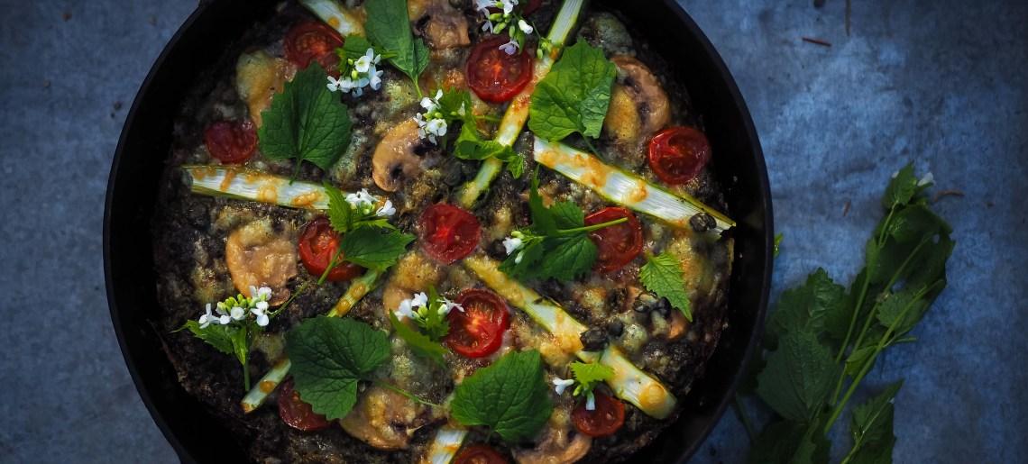 Röstipizza litulaukalla ja nokkospestolla