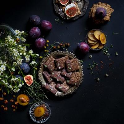 Rosmariini-mantelinäkkäri & pähkinäinen chili-suklaakräkkeri