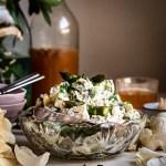 Parsa-perunasalaatti ja hapankaalikastike