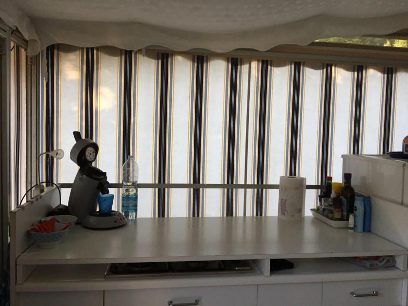 Keukenblok (blad kan er ook af, dan heb je een 4-pitsgasstel met links en rechts ruimte)