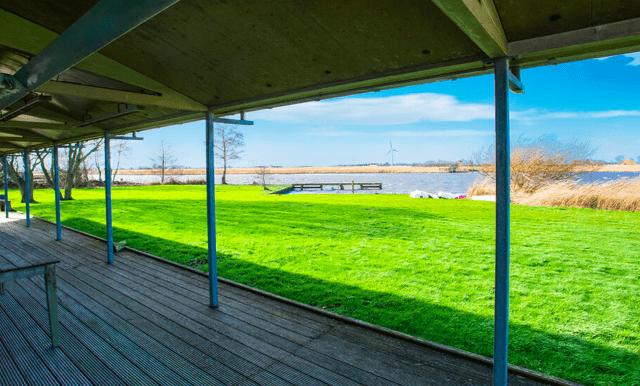 Vrijstaande watervilla in Friesland aan het water met sauna 04