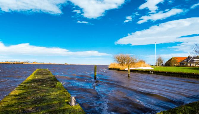 Vrijstaande watervilla in Friesland aan het water met sauna 27