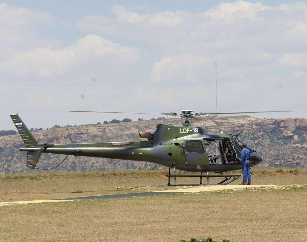 Lesotho armádní vrtulník byl pro inspekci vyžadován, protože některá místa jsou opravdu vzdálená a vyžadují kombinaci jízdy 4x4 a pěšího přesunu.