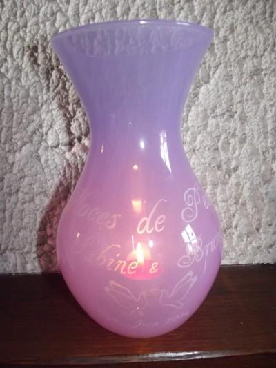 vase en verre mauve gravure noces de perle