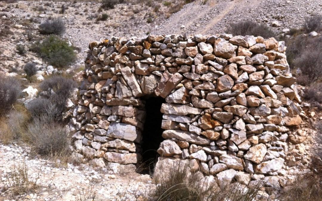 Ruta etnológica GRATUITA por los refugios y canteras del cerro de La Mola en Novelda