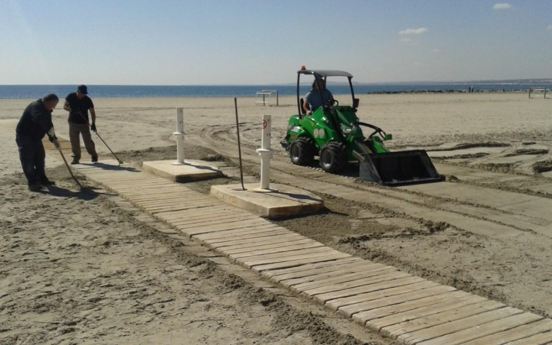 Las pasarelas y servicios de lavapiés y duchas en las playas, estarán disponibles en 3 semanas