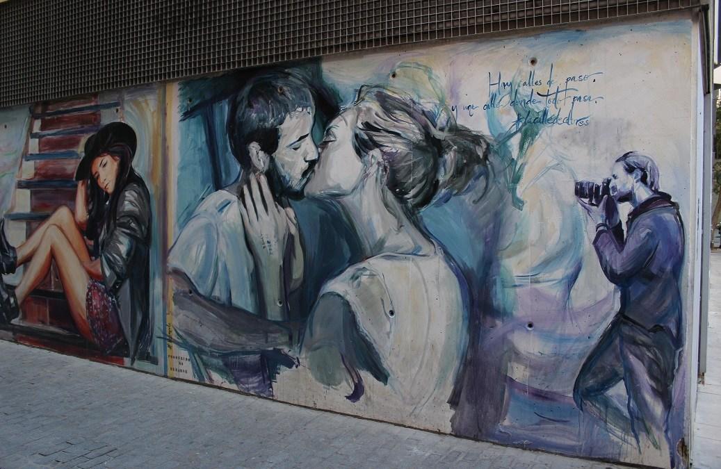 Hay calles de paso y una calle donde todo pasa: la calle de colores de Valencia