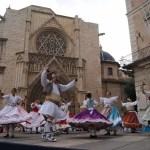 Regresan los bailes regionales valencianos todos los domingos en la plaza de la Virgen