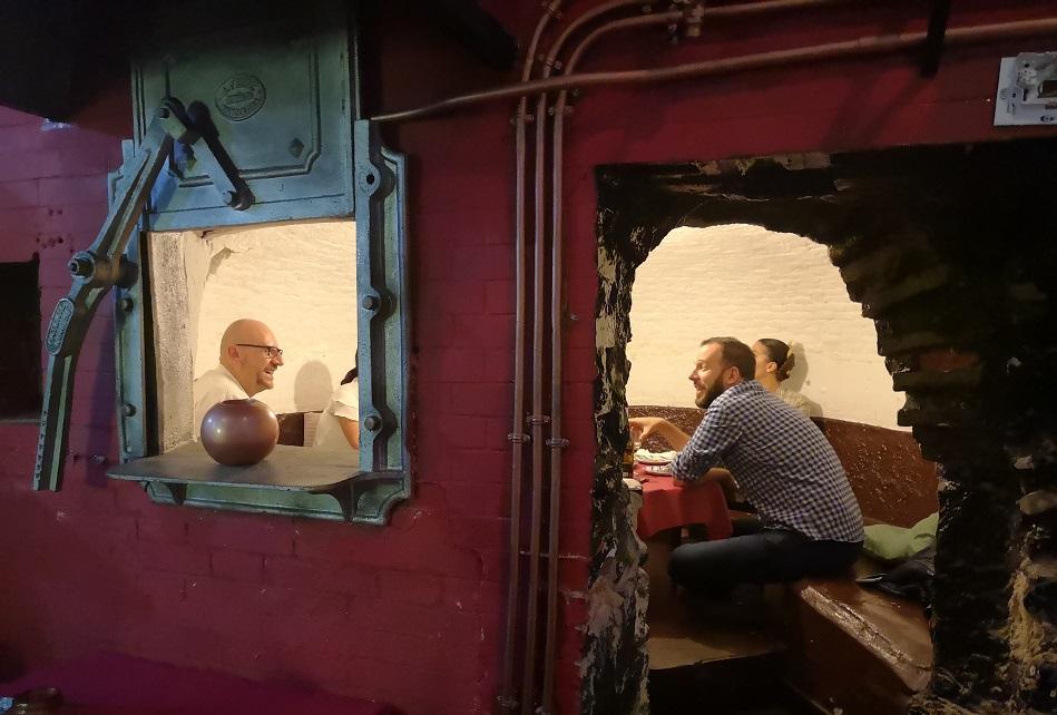 El Forn del Carmen, la original taberna donde comer en el interior de un antiguo horno tradicional