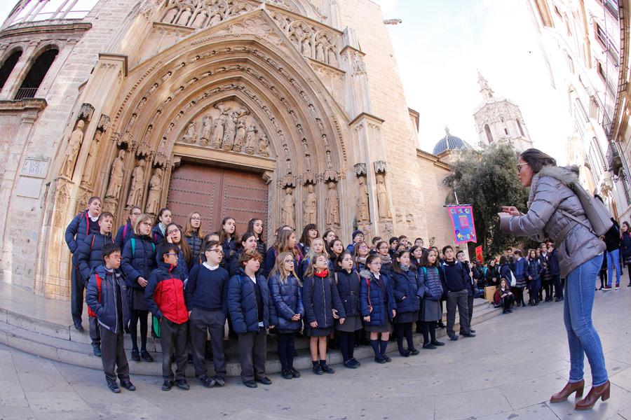 Decenas de villancicos y coros navideños inundan las calles de Valencia durante estas Navidades