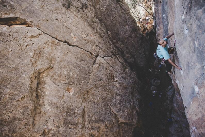 Jaume escalando en Olba.