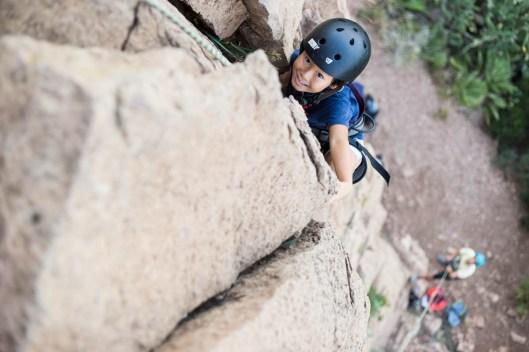 Daniel escalando en roca en Peñas de Guaita.