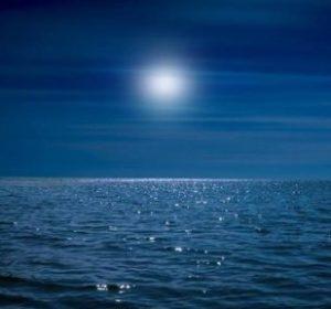 notte in mare con luna