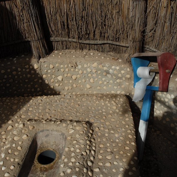 Kong toilette, village du Sine Saloum, Sénégal