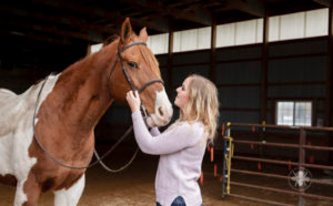 senior girl poses with horse
